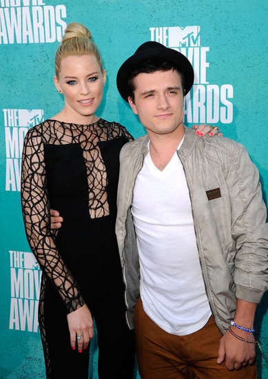 Josh Hutcherson and Elizabeth Banks posed together at MTV Movie Awards.