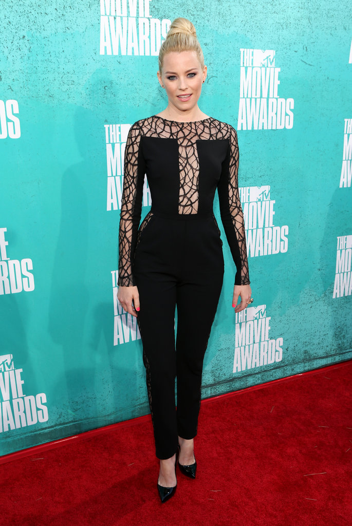 Elizabeth Banks posed in black at the 2012 MTV Movie Awards.