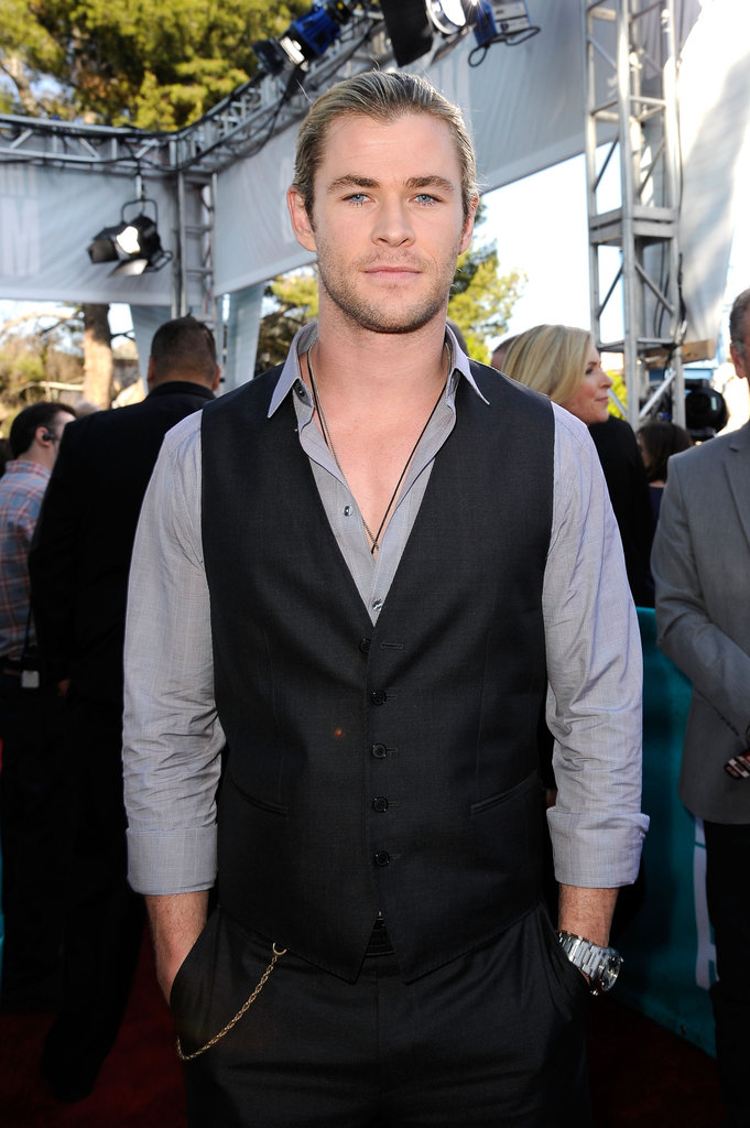 Chris Hemsworth posed at the MTV Movie Awards.