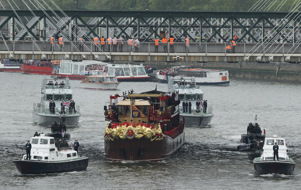 The Spirit of Chartwell carried the royal family along the river.