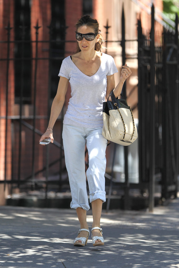 Sarah Jessica Parker looked cute in an all-white ensamble in NYC.