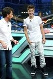 Justin Bieber kept it casual in a white t-shirt on El Hormiguero.