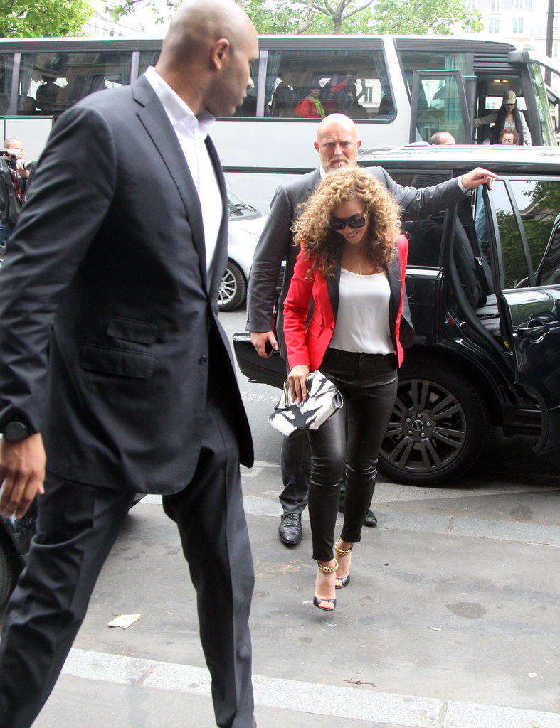 Beyoncé stepped out of the car in Paris.