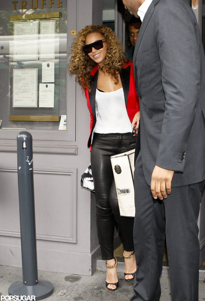 Beyonce left a restaurant in Paris with Jay-Z close behind.
