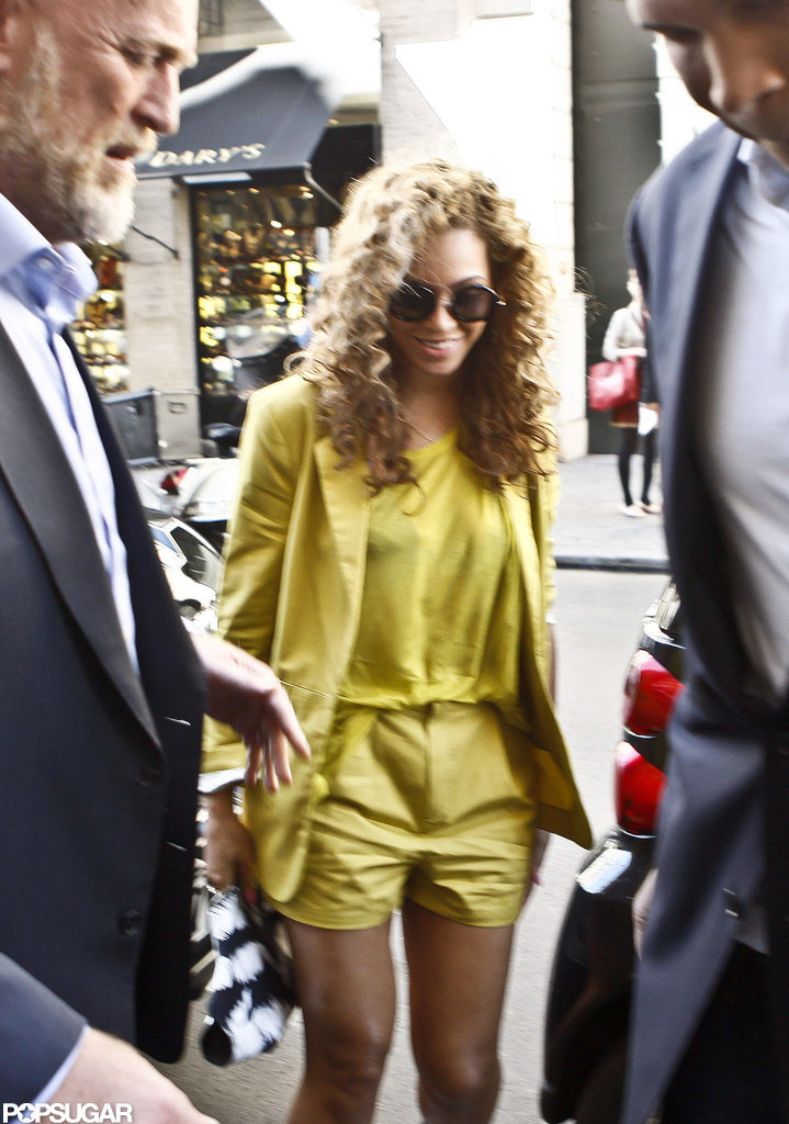 Beyoncé Knowles wore a bright yellow ensemble in Paris.