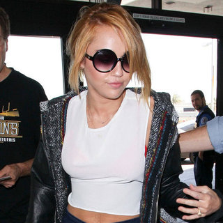 Miley Cyrus Engagement Ring Pictures at LAX