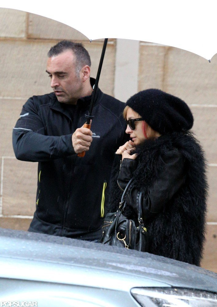 Nicole Richie stayed under a white umbrella to hide from the rain in Australia.