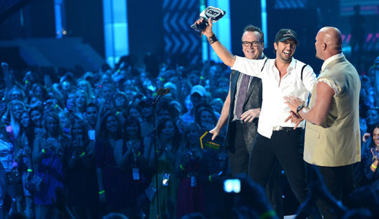 Sexy Country Star Luke Bryan Celebrates CMT Award With Underwear Toss to Crowd