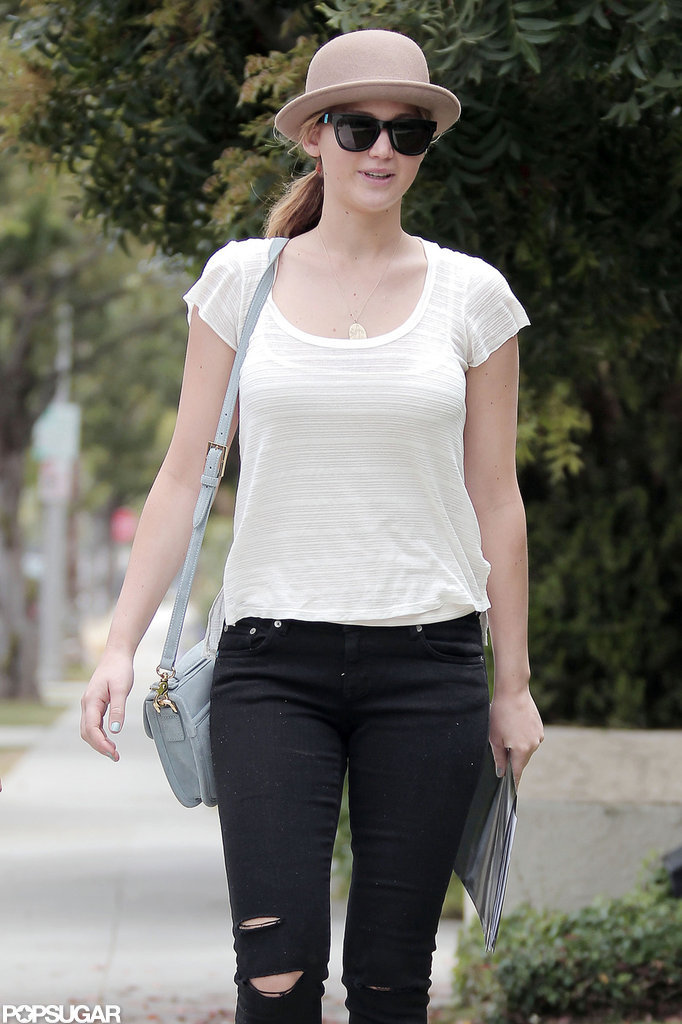 Jennifer Lawrence carried a folder in her hand.