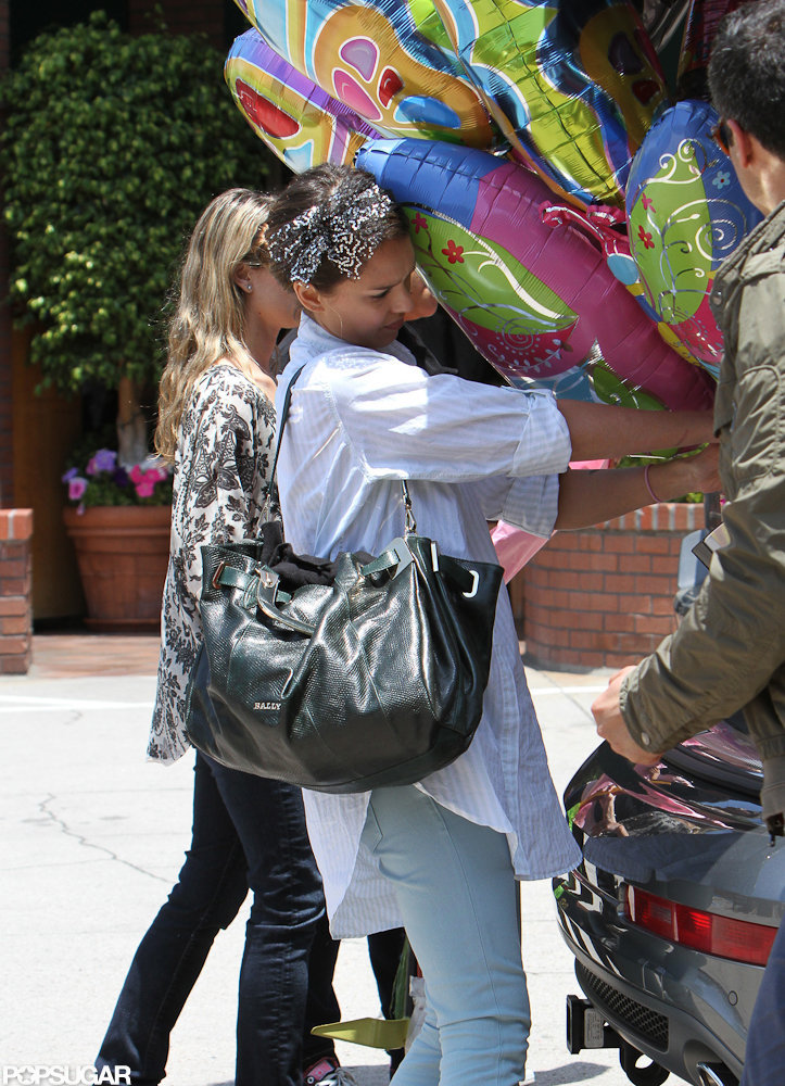 Jessica Alba loaded up the car with birthday balloons.