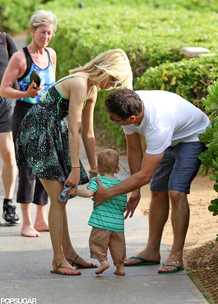 Elizabeth Banks was with her family in Hawaii.