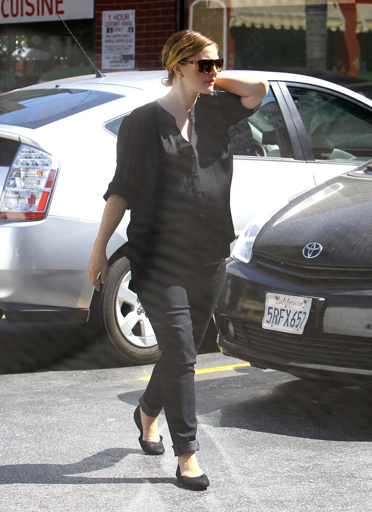 Pregnant Drew Barrymore went to lunch in LA.