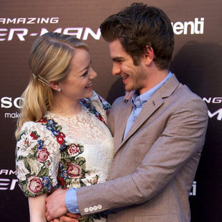 Emma Stone and Andrew Garfield Cute Hugging Photos in Madrid