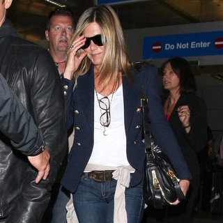Jennifer Aniston Pictures at LAX With Justin Theroux