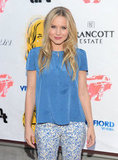 Kristen Bell flashed a smile while posing on the red carpet.