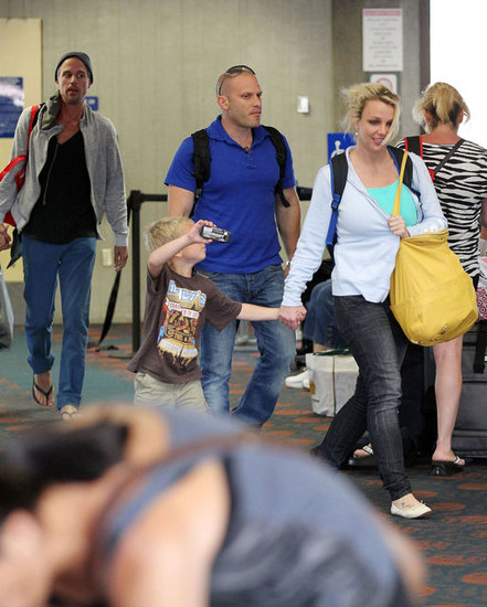 Britney Spears arrived in Maui with her boys and Jason Trawick.