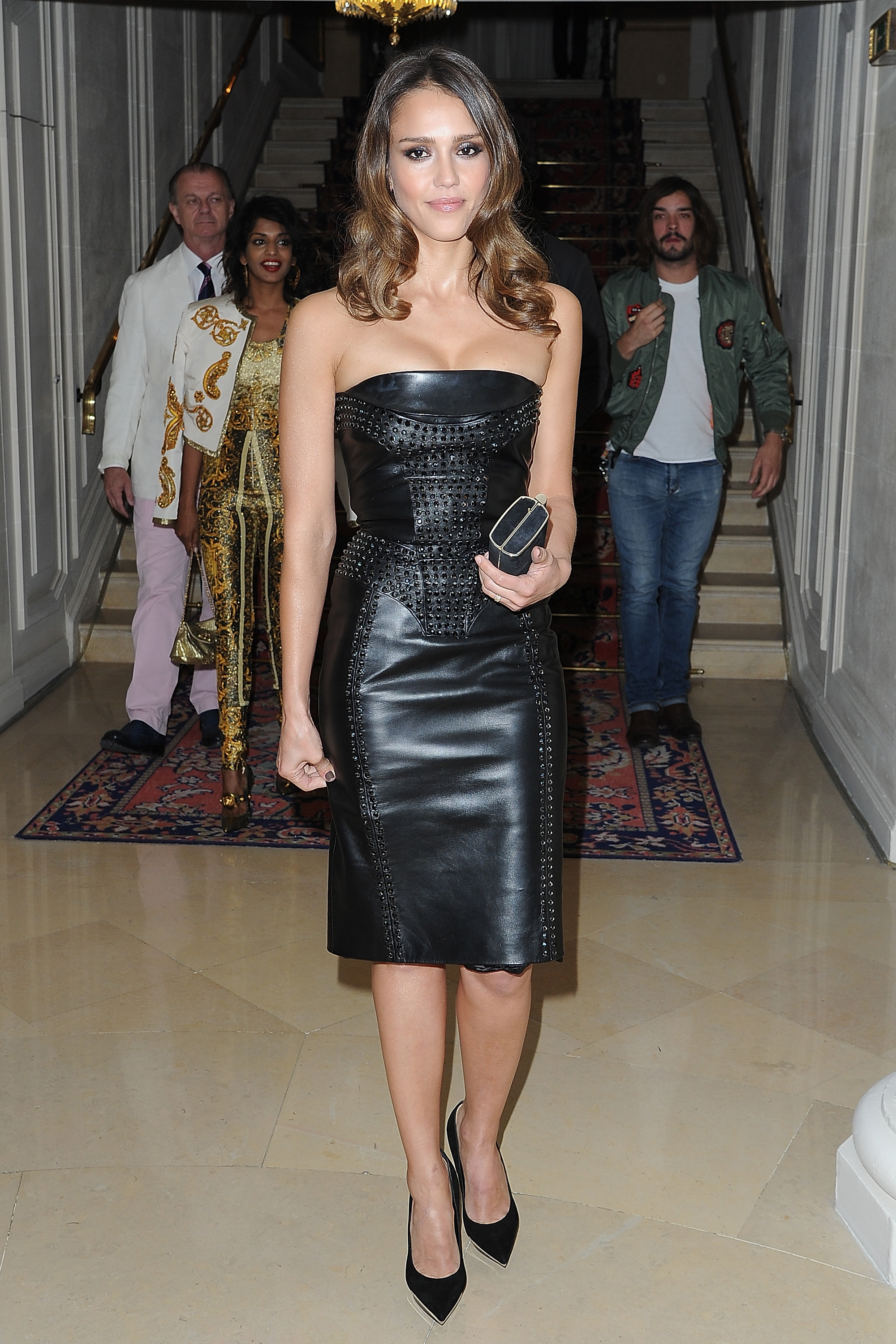 Jessica Alba looked chic at the Versace show for Paris