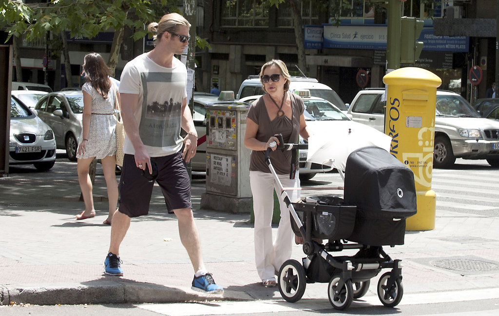 Chris Hemsworth and his mother-in-law walked with India in her stroller in Madrid.