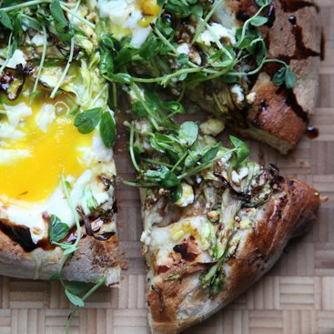 Asparagus and Egg Pizza