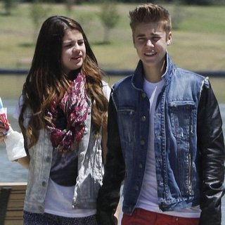 Are Selena Gomez and Justin Bieber Breaking Up? (Video)