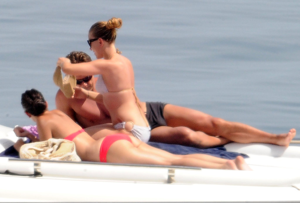 Scarlett Johansson spent a day of relaxing aboard a yacht.