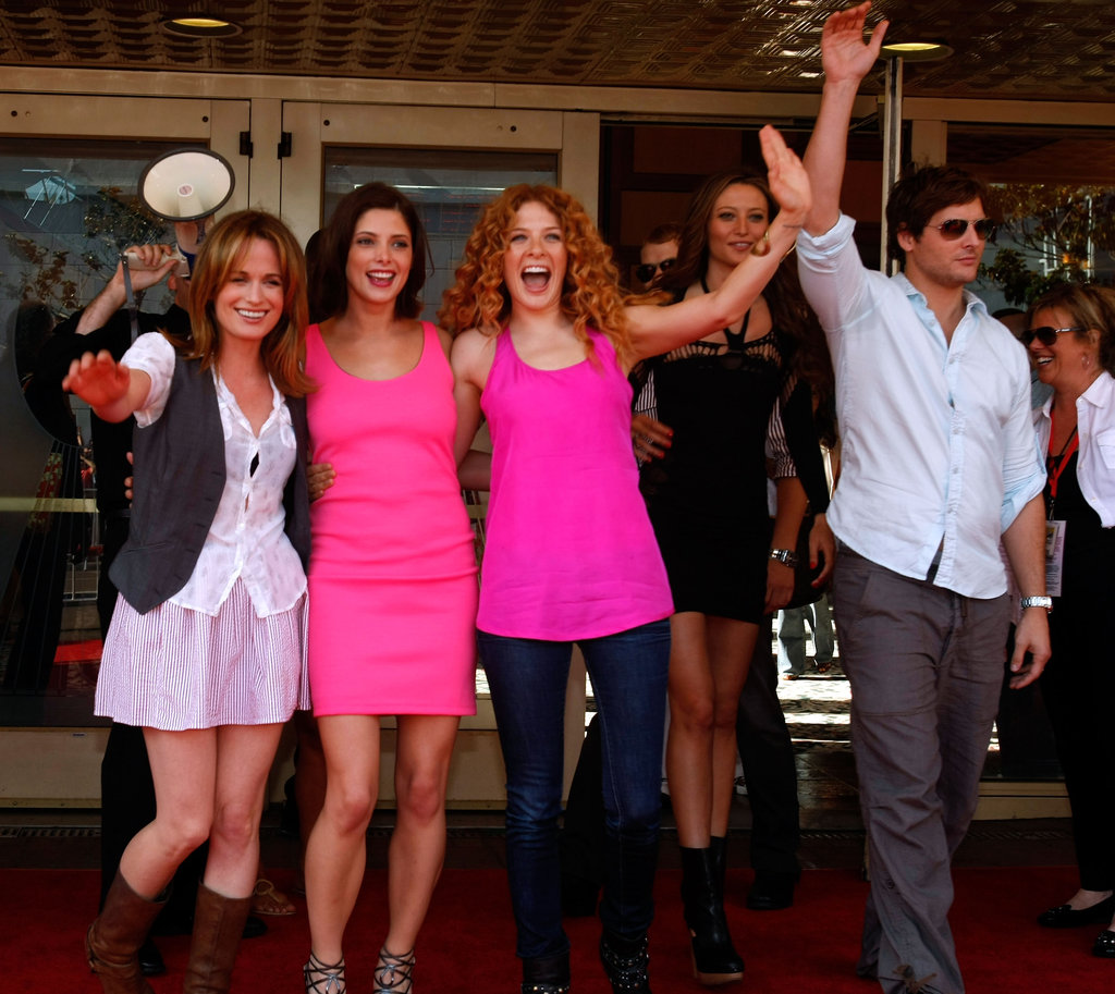 Elizabeth Reaser, Ashley Greene, Rachelle Lefevre, Noot Seear, and Peter Facinelli attended Comic-Con together in 2009.