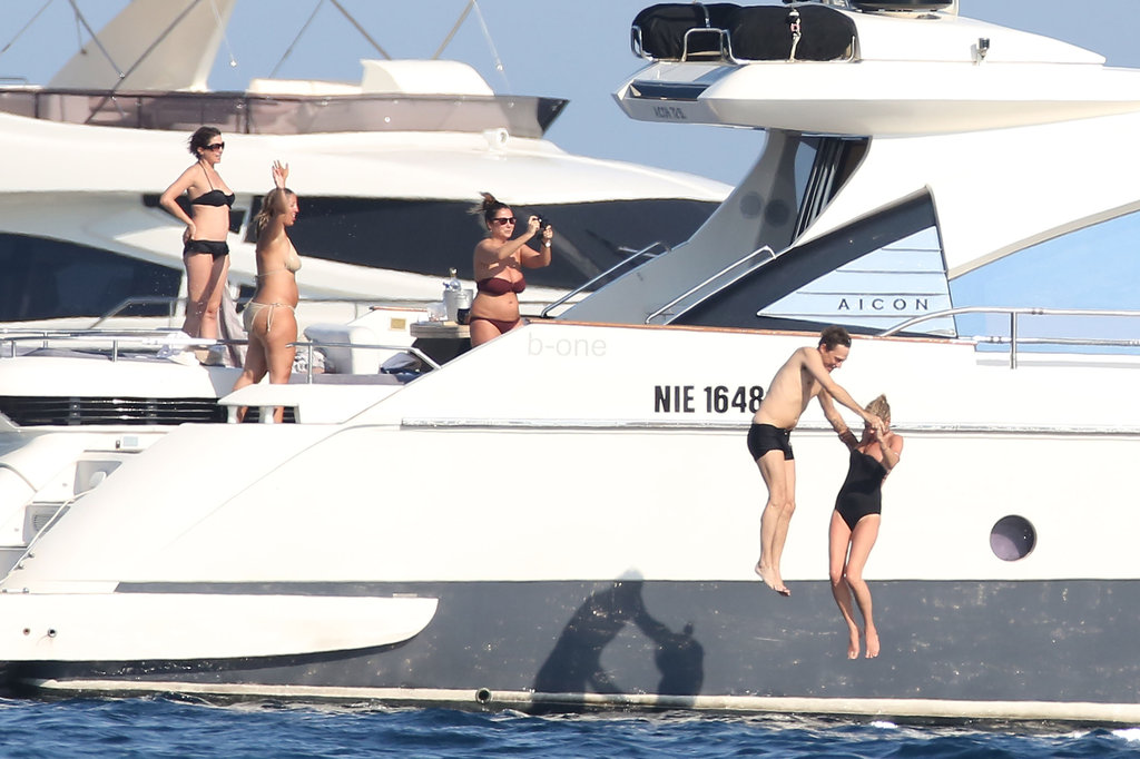 Kate Moss and Jamie Hince jumped off a yacht.