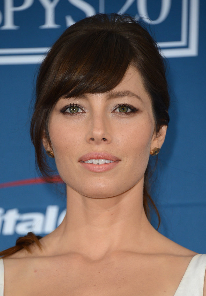 Jessica Biel wore neutral makeup.