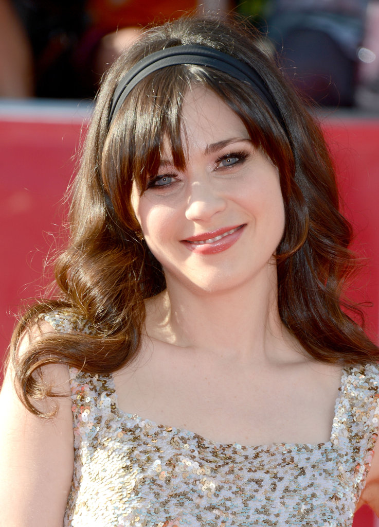 Zooey Deschanel accessorized her sparkling dress with a simple black headband.