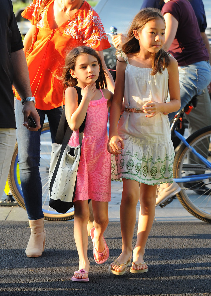 Suri Cruise scratched her neck.