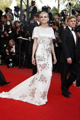 Diane stunned at the 2009 Inglourious Basterds premiere in an ivory silk chiffon cowl-back Marchesa dress with silver hand-embroidered detail.
