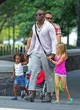 Seal hung out with his daughters, Leni Samuel and Lou Samuel, in NYC on Sunday.