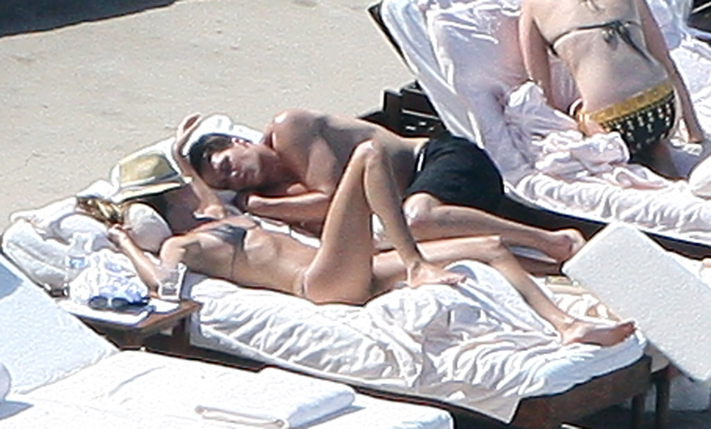 They relaxed poolside in Mexico in January 2009.