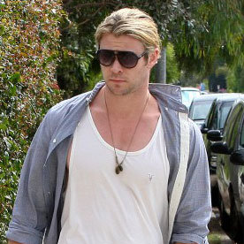 Chris Hemsworth Out For Breakfast in LA | Pictures