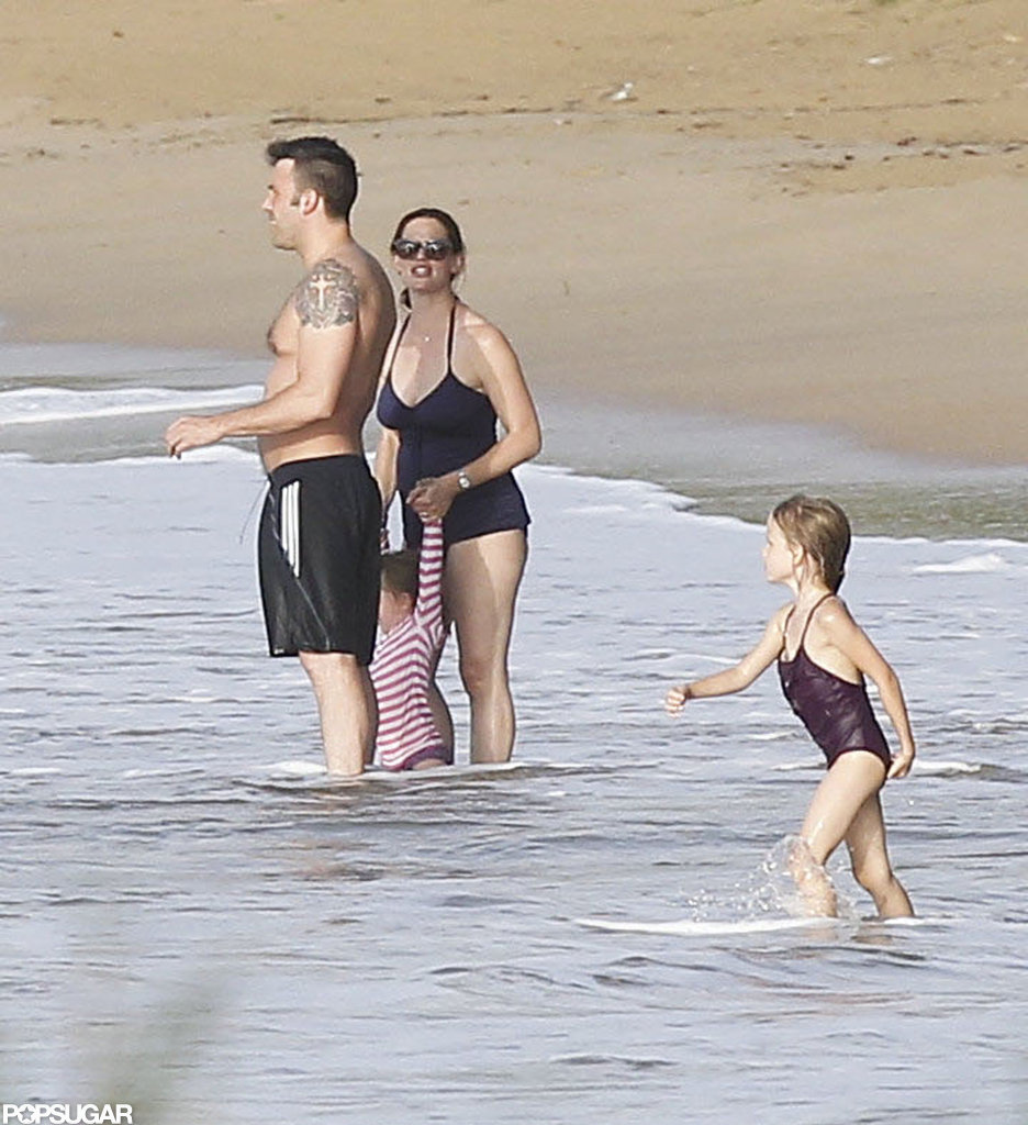Shirtless Ben Affleck played on the beach with Jennifer Garner, Violet, and Seraphina.