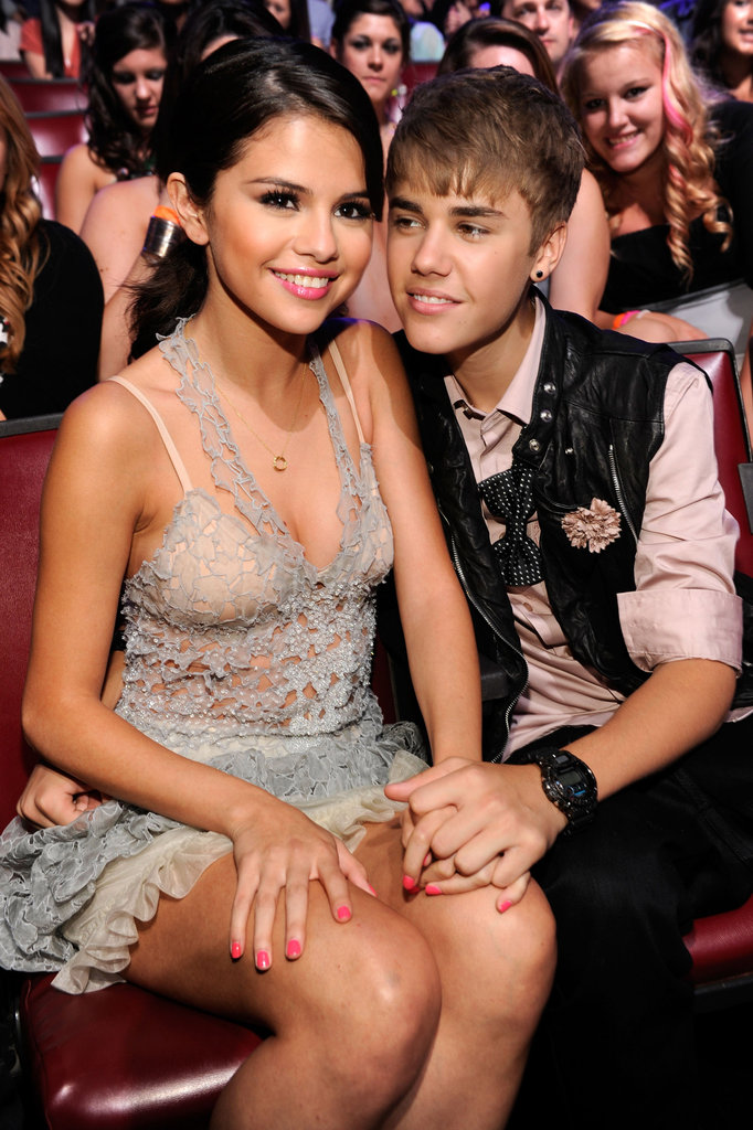 Justin Bieber and Selena Gomez stayed close in their seats at the 2011 Teen Choice Awards.