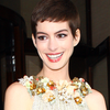 Anne Hathaway in Gold in London (Video)
