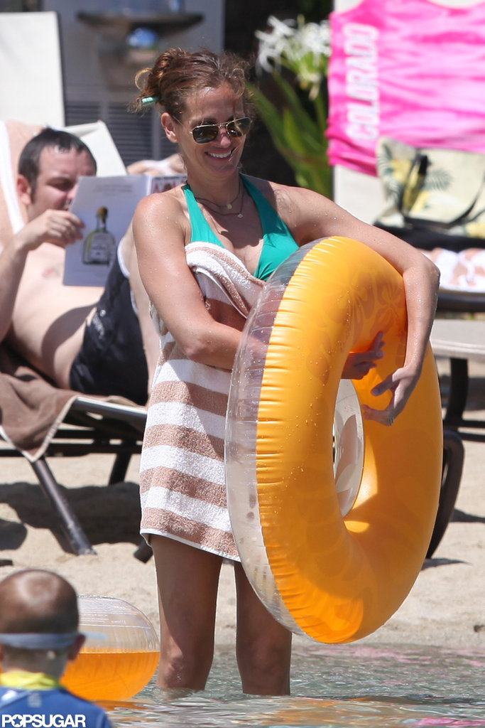 Julia Roberts Shows Her Bikini Body on Vacation in Hawaii
