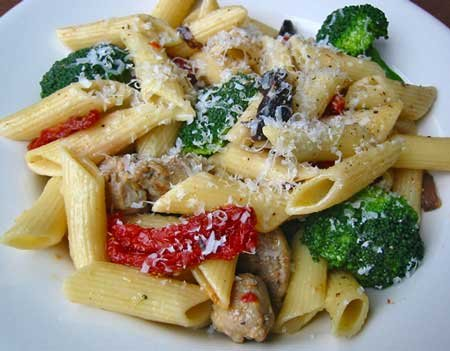 Pasta With Caramelized Garlic, Sausage, and Broccoli