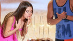 Video: Selena Celebrates Birthday at Teen Choice and Dinner With Justin