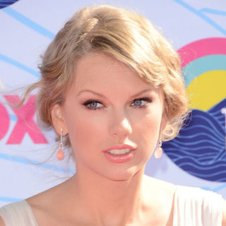 Taylor Swift's Beauty Look at the 2012 Teen Choice Awards