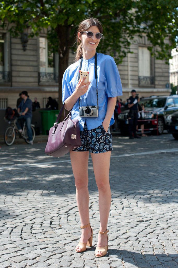 Hanneli showed off a sophisticated Summer style formula with printed shorts and chic heels.