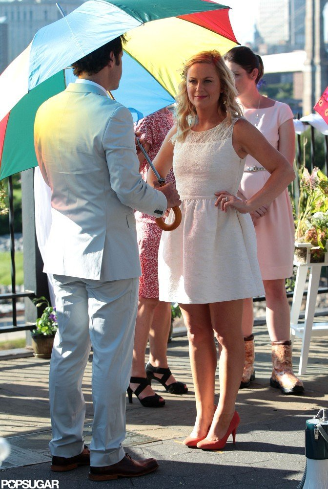 Paul Rudd and Amy Poehler kept cool under umbrellas.