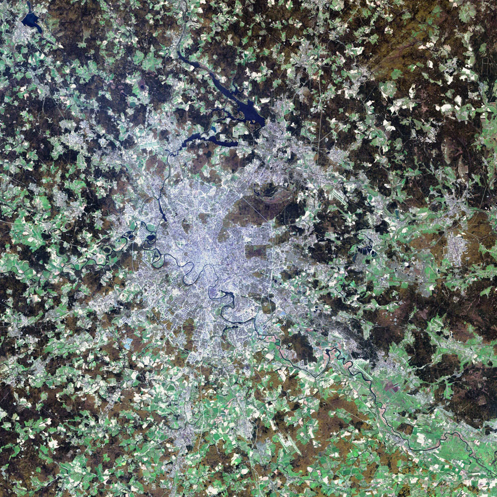 Moscow as seen from the Landsat 7 satellite — the light green areas are farms, and the brown regions are sparsely vegetated areas.