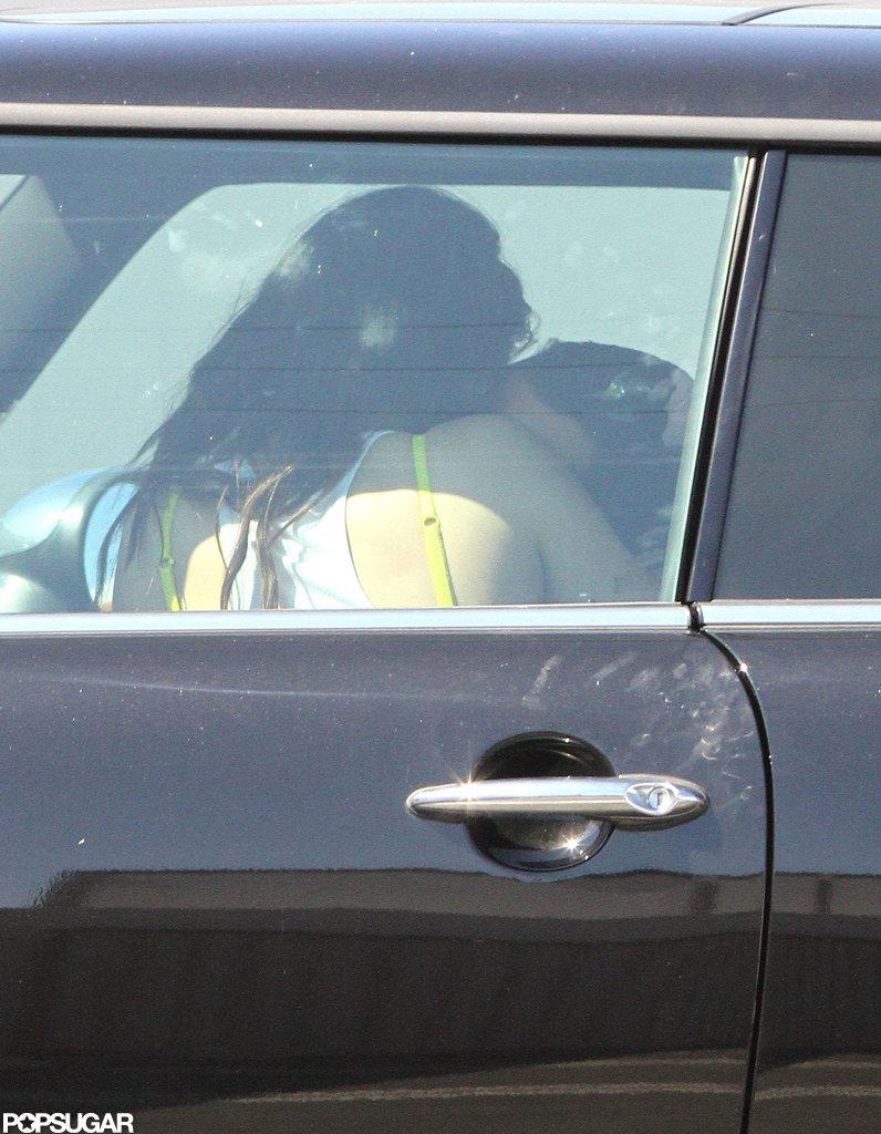 Kristen Stewart's yellow bra showed.