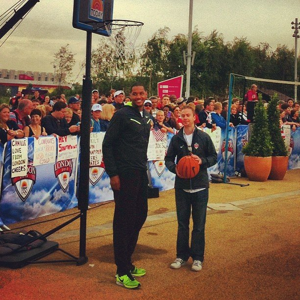 Carmelo Anthony and Matt Greenfield got ready to shoot hoops.  Source: Twitter user todayshow