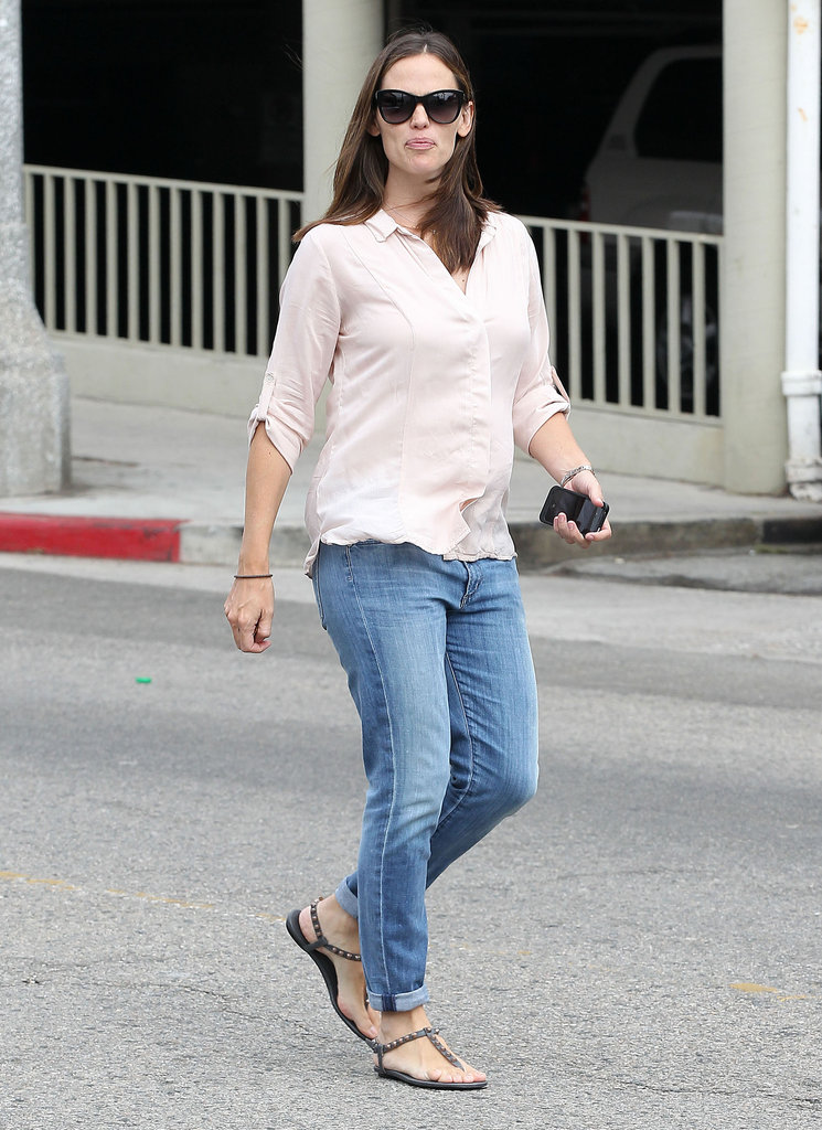 Jennifer Garner got a juice drink in LA.