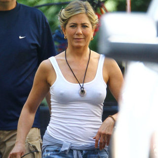 Jennifer Aniston Wearing Shorts Pictures