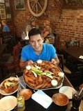 Mario Lopez took down a plate of Buffalo wings while visiting the famous NY city. Source: Twitter user MarioLopezExtra