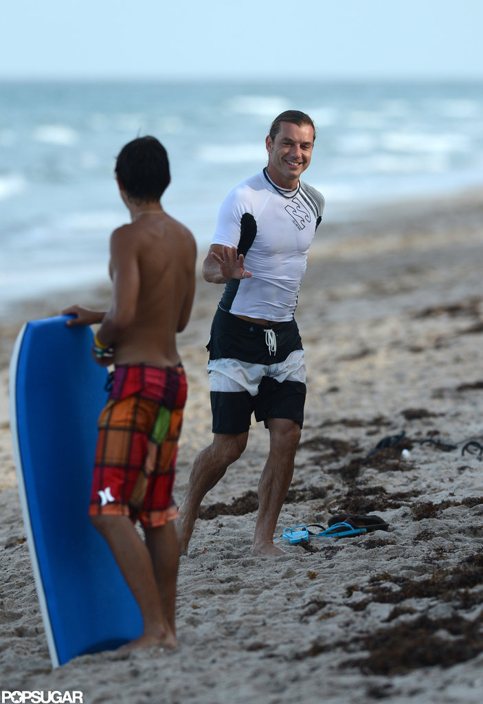 Gavin Rossdale smiled at fellow beachgoers.